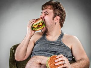 ジャンクフードはタバコよりも恐い! 錯覚で「高カロリー・高塩分・多量の砂糖」を食べている