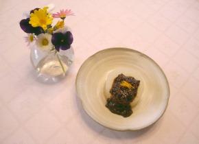 旬の食材を食卓に並べ、季節が感じられる介護食を