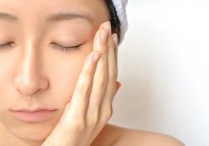 乾燥シワ、過敏な肌の痒み...... 肌老化を減速させるコツとは?