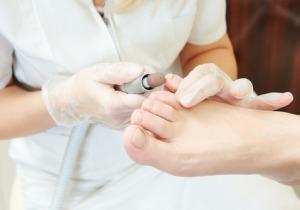 爪の切り方から足のセルフチェックリストまで フットケアのパイオニアが足からの健康法を指南!