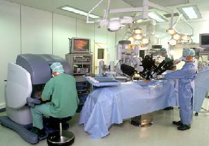 手術支援ロボットは「ダ・ヴィンチ」誕生までめまぐるしい進化を遂げてきた