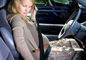 お腹の赤ちゃんを守る! 義務化されていなくても妊婦がシートベルトを着用すべき根拠とは?