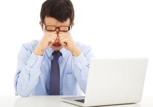 よく見えるメガネが良いとは限らない! 長時間コンピュータを使い続けた後の目の疲れは「過矯正」が原因!?