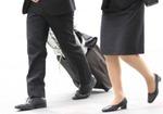 汗ばむ足にカビが生える?  女性と営業職は水虫にご用心
