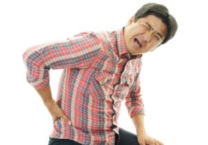 ギックリ腰になったらベッドで安静は逆効果!「なるべく普段の活動をする」でギックリ腰が改善