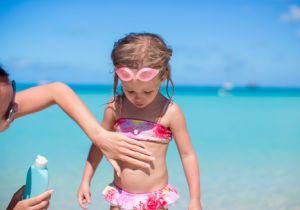たとえ「子ども用」でも安心してはいけない! 日焼け止めクリームには危険な化学物質がいっぱい