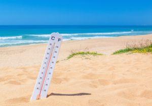 熱中症は、高温多湿の日、日差しや照り返しが強い日、風が弱い日などに要注意!