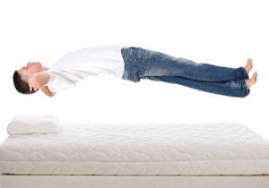 腰痛予防に「硬いベッド」は逆効果! 正しい姿勢で寝て腰への負担を減らそう
