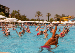 水泳は有効な有酸素運動だが、米国ではプール由来の感染症が急増!?
