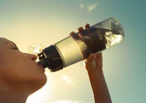 熱中症対策は水分補給だけじゃダメ! 逆に水が飲めなくなってしまう「自発的脱水」とは?