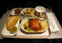 時差ボケは「食事の時間」で解消できる! 時差ボケを防ぐ機内食の食べ方とは?
