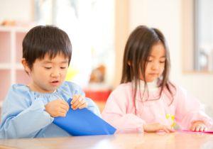 乳児期は、男の子のほうがよく泣き、女の子のほうがよく笑うのはなぜ?