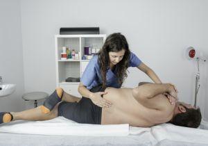 """海外では「理学療法士」が腰痛を診断・治療! 患者と医療費を減らす""""協力体制""""とは?"""