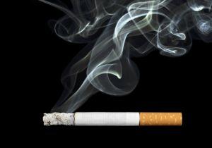 喫煙よりも「受動喫煙」のほうが危険! 男性では歯周病リスクが3倍以上に!