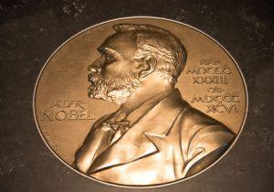「死の商人」ともいわれたノーベルは、うつ病を患い持病の心臓病から脳溢血で死去