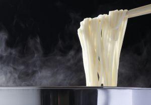 麺のコシやツルッとした喉ごしの秘訣は食品添加物!肌のかゆみを引き起こす?