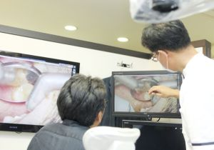 """""""アバウトな歯科治療""""が当たり前?「歯科用顕微鏡」で安全・安心な治療"""