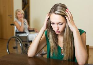 女性だけに負担がかかりがちな介護、つらい更年期だからこそ周囲に支援を!