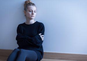 パニック障害の3大症状「パニック発作」「予期不安」「広場恐怖」とは?
