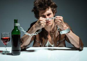 極限まで落ちないと気づけない「アルコール依存症」は自力では治せない! 抜本的な治療法は「断酒」だけ!
