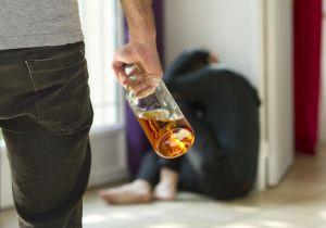 人格喪失、家庭崩壊、社会的破綻、やがて絶望死! 人生を闇に葬る「アルコール依存症」の恐怖
