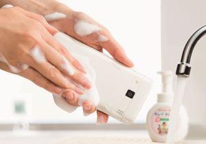 ノロやインフルエンザの予防にも! ?「洗えるスマホ」登場で注目されるスマホの清潔度