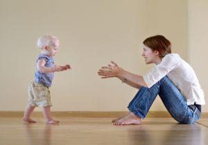 赤ちゃんは「歩行」ができるようになると、独立心も自我も芽生える