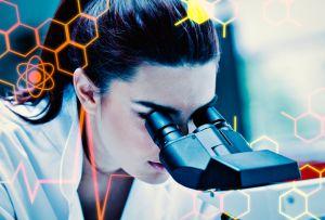 医療ドラマ『フラジャイル』はどこまで正確? 治療開始後も顕微鏡を覗き続ける病理医