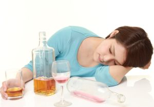 女性は加齢とともに「酒豪」に? 飲めるからといって酒量を増やすと骨が老化!