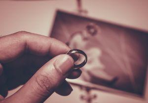 パートナーとの離別・死別は余命に影響~離婚しやすい「60~70年代生まれ」はどうなる?