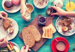 朝食は「抜く」べきか「食べる」べきか? 健康効果と病気リスクで議論中