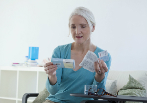 ホルモン補充療法での「経口剤」、「膣剤」、「添付剤」はどのよう選ばれるのか?