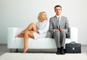 20歳まで女性と交際したことがない男性が半数も! 草食系の上をゆく「絶食系男子」増加の背景は?