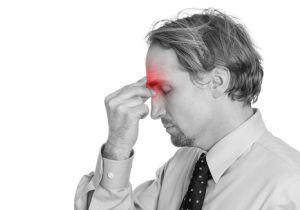片頭痛は「青色」の光で悪化し、「緑色」の光で苦痛から開放される!?