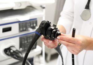 大腸内視鏡検査の前夜からの絶食は無意味!?〜大腸がん予防には定期的な内視鏡検査が最も効果的