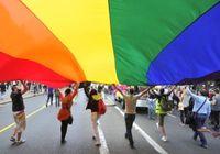 LGBT、性的マイノリティーの「生きづらさ」の正体~精神的な苦痛と自殺リスクに目を向けて