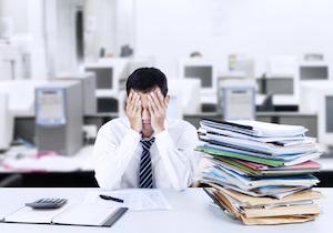 ストレスチェック対象者が恐れるのはクビ? <健康に気を配るべき業界>が低受検率という現実!