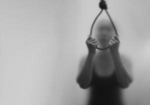 4人に1人が自殺願望! 自殺者が少ない地域は<人の話を聞かない>ことが特徴?