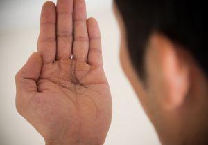 「薄毛」は隠すべきか諦めるべきか……「気にしない」が一番かもしれない理由が判明