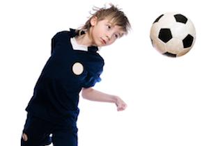 サッカーの「ヘディング」で記憶力が半減! 米国では「子どものヘディングを禁止」を発表