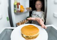 深夜の空腹感は睡眠不足のせい? 寝不足は腸内フローラにも影響を……