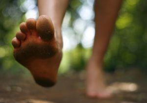 <クッション性のある靴の中敷き>にケガの予防効果なし~「裸足」で足の機能を取り戻せ!