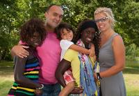 養子縁組の家庭で育った子どものほうが幸せ? 「自分に満足」「愛されている」と強く実感