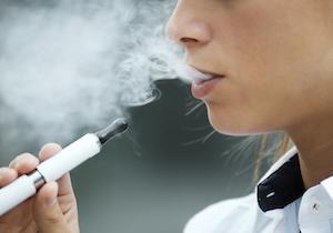 東京五輪で「受動喫煙ゼロ」は達成!? 米国では10代の「電子タバコ」喫煙者が急増!