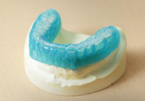 除菌で虫歯と歯周病を予防する「3DS」~薬を塗ったマウスピースを5分間はめるだけ