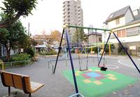 乳幼児が安心して遊べる「公園」とは?年齢別にエリアやゾーンを分けた公園の整備を