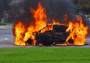 1日3件以上の「車両火災」が起きている! 人もクルマも高齢が事故原因に?