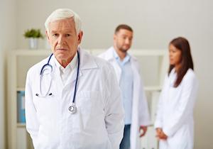 ベテランが名医とは限らない! 時代遅れの技能や知識が患者の死を招く?