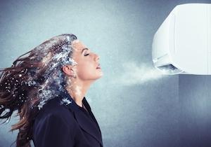 エアコン風がスマホ・PC操作の血行悪化を促進!  首の痛み、手のシビレには「全身浴」