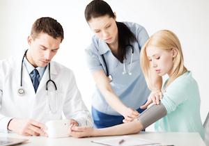 「家庭血圧計」は約7割に誤差!クリニックに家庭血圧計を持参し測定精度を確認しよう